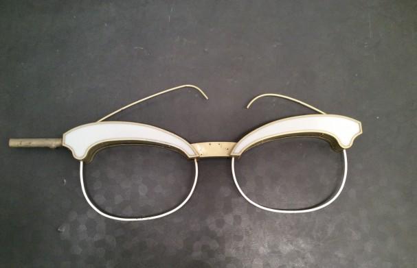 Ancienne enseigne d'opticien.