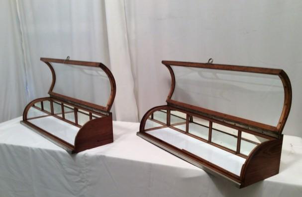 Paire de vitrines anciennes de comptoir.