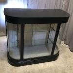 Ancien meuble vitrine présentoir de magasin.