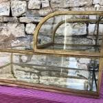 Ancienne double vitrine de comptoir de magasin.